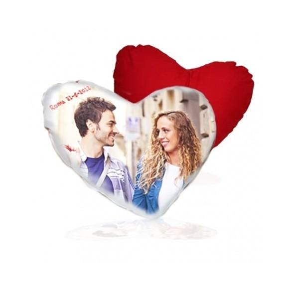 Cojin en forma de corazon personalizado con trasera roja